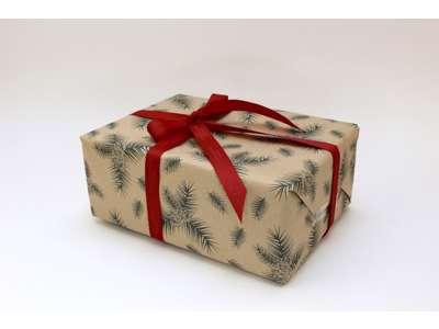 Julepapir grønne kogler 55cm genbrugspapir