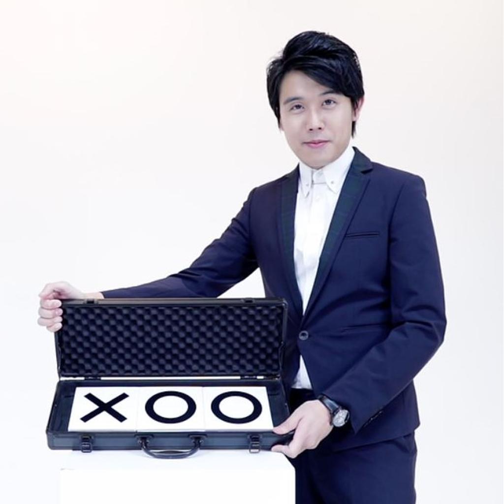 PRO PARLOUR TIC TAC TOE X - Bond Lee & Wan