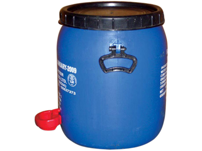Vandbeholder med kop vander