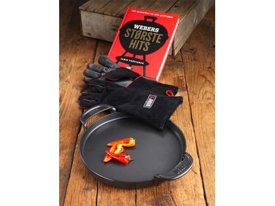 Støbejernspande, grillbog og læder grillhandske