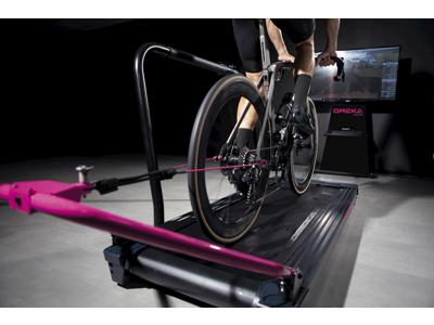 Oreka O2 - Hometrainer - Belt drive - 25% stigning - 2200 watt - Zwift/Bkool